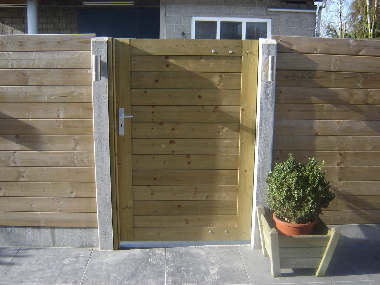 enkel houten poort