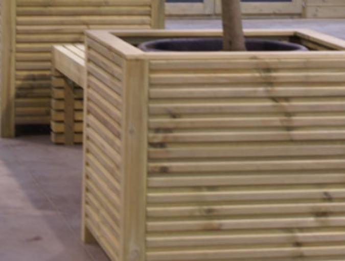 bestaat uit planken van 28 x 130 mm (DEN)