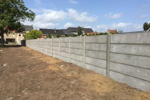betonplaat muur