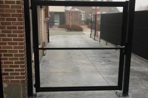 metalen poort om op te vullen met hout naar keuze