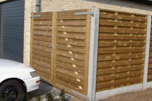 dubbele houten poort